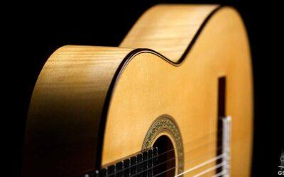 Guitarra clásica  de arce rizado y abeto de Fernando Moreno.